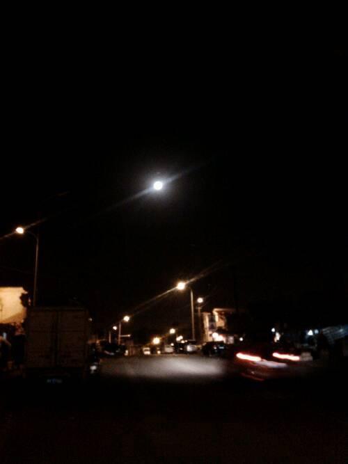 今晚的月亮又大又圆。。插图